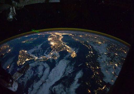 A Luca Parmitano spetta il compito di accendere un fuoco nello spazio. L'esperimento servirà a mettere a punto combustibili spaziali meno inquinanti e con minore impatto ambientale