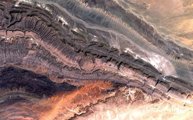 ouarkziz_crater_large