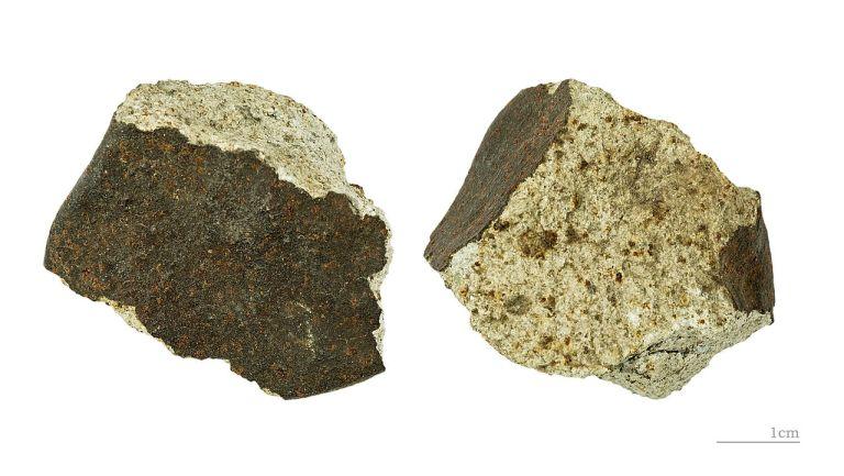 1280px-meteorite_de_phnom_penh_mhnt-min-2011-0-1