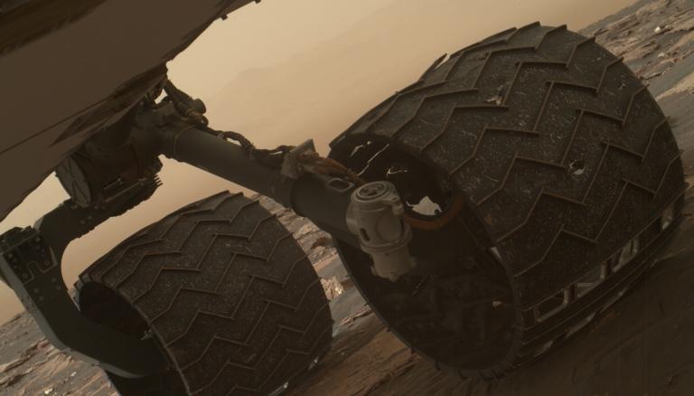 msl-rover-wheel-damage-pia21486-full2.jpg