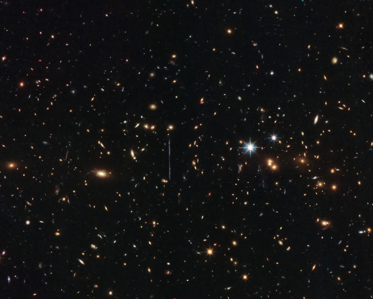 """Hubble osserva da vicino  """"el gordo"""" il più massiccio ammasso di galassie mai scoperto"""