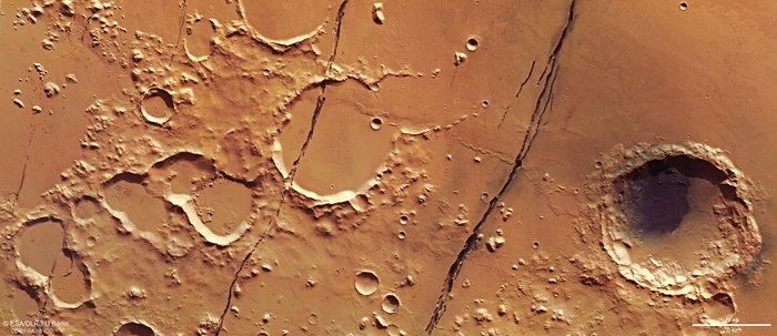 Mars_Express_view_of_Cerberus_Fossae_node_full_image_2.jpg