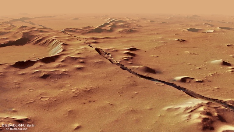Perspective_view_of_Cerberus_Fossae.jpg