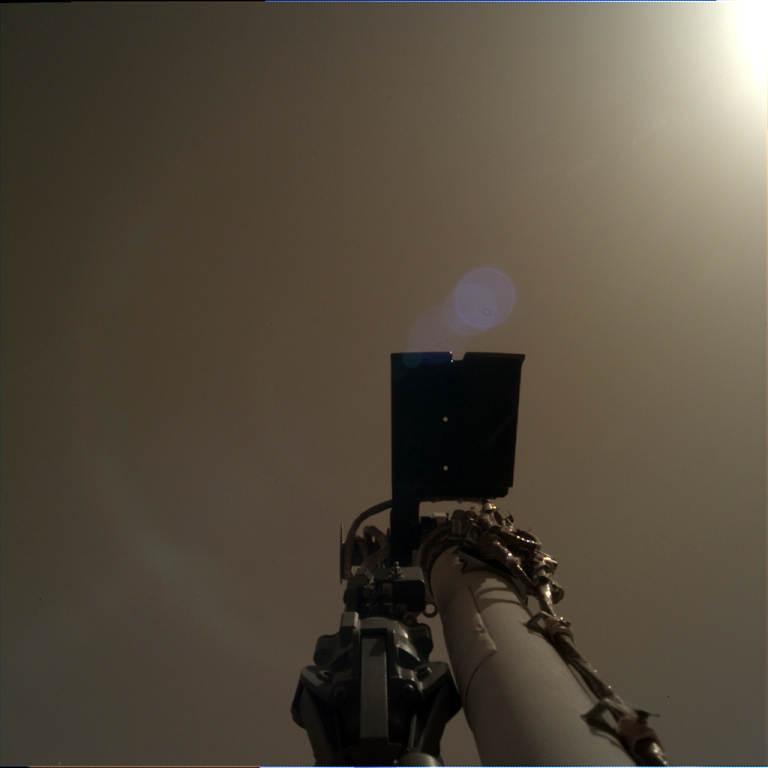 _mars.nasa.gov_insight-raw-images_surface_sol_0004_idc_D000M0004_596887679EDR_F0000_0546M_.PNG